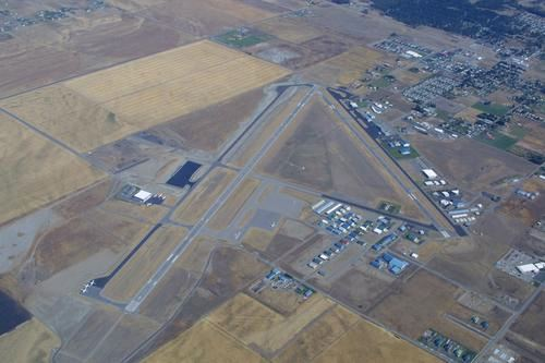 Aerial image of an airport and neighboring city
